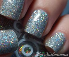 OMG i need to have this nail polish!!!