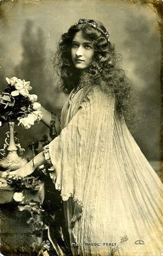 "Maude Fealy photographed by Alfred Cheney Johnston. Postcard sold by Raphael Tuck & Sons, London. This costume was used to advertise the play ""Becket"" in which Maude was playing Rosamund De Clifford. Antique Photos, Vintage Pictures, Vintage Photographs, Old Pictures, Vintage Images, Old Photos, Timeless Beauty, Classic Beauty, Foto Transfer"