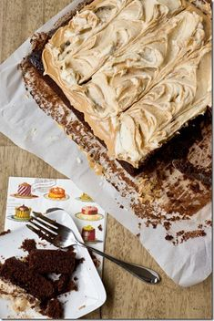 Fluffernutter Chocolate Cake- such an easy recipe for peanut butter and chocolate lovers
