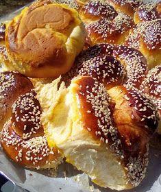 ΜΑΓΕΙΡΙΚΗ ΚΑΙ ΣΥΝΤΑΓΕΣ 2: Τσουρεκάκια εύκολα !!! Cookbook Recipes, Sweets Recipes, Cooking Recipes, Desserts, Greek Sweets, Macaron Recipe, Greek Recipes, Sweet Bread, No Bake Cake