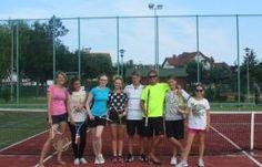 Obozy tenisowe LEKTORA to okazja aby nauczyć się gry w tenisa lub rozwinąć swoje umiejętności.