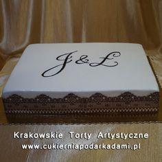 050. Duży tort śmietankowy z koronką. Cream cake with brown lace.