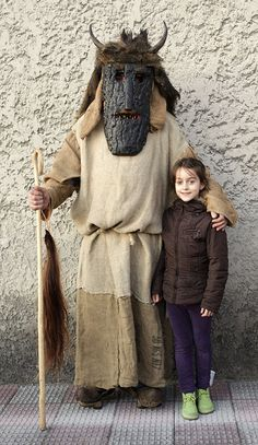 Lucia con Máscara del carnaval de Llamas de la Ribera (León), photo by Carlos González Ximénez