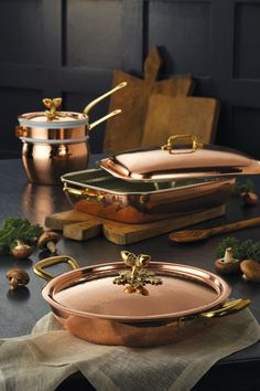 copper kitchen accessories Did copper cookware ever go out of style? We don't think it did and the traditional kitchen accessories are here to stay with the Historia collecti