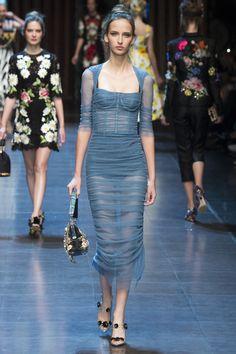Dolce &Gabbana Spring 2016 Ready-to-Wear Collection Photos - Vogue