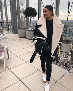 44 Super schwarze Jeans Winter Outfits Ideen - Things I love - Winter Mode Outfits, Winter Fashion Outfits, Autumn Winter Fashion, Trendy Outfits, Fall Outfits, Autumn Fall, Cozy Outfits, Summer Outfits, Black Women Fashion