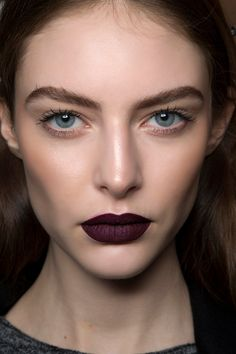 Goth Makeup Is Back For Fall—Heres How to Make It Look Modern Höstmakeup c31f709720768