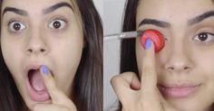 Esta chica usa una tapa de refresco para lograr un maquillaje profesional, ¡increíble!