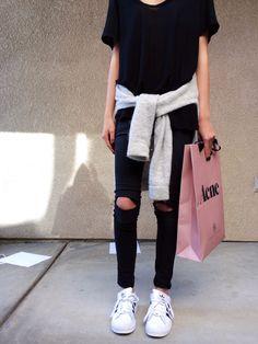 black tee tshirt , black jeans , white adidas superstars , summer , grey hoodie , travelwear