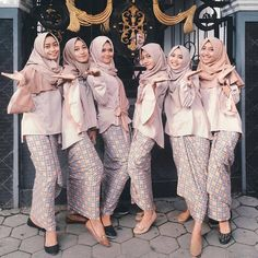 bridesmaid dress inspiration came from they looks so happy in their pink nude dress and batik skirt💕 Kebaya Hijab, Kebaya Dress, Batik Kebaya, Kebaya Muslim, Model Kebaya Modern, Kebaya Modern Dress, Abaya Fashion, Muslim Fashion, Batik Shirt