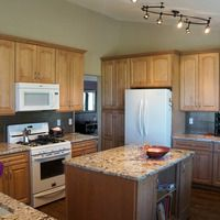 the hassoldt kitchen - cardell maple cabinets in the coventry ii