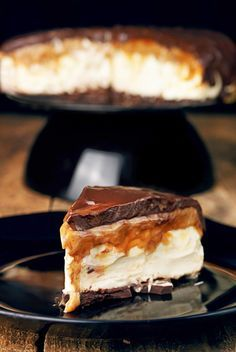 Mascarpone cheesecake with butterscotch and chocolate Party Desserts, Cookie Desserts, Baking Recipes, Cake Recipes, Delicious Desserts, Yummy Food, Polish Recipes, Sweet Cakes, Pavlova