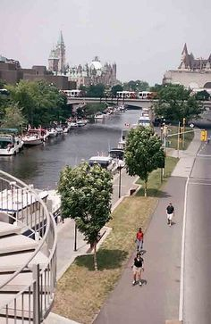 Canal Rideau in Ottawa (Ontario). Right in the middle of tourist season. Parliament can be seen far upper left - Congress Centre on the right. Ottawa Ontario, Wonders Of The World, Centre, Dolores Park, This Is Us, Middle, Canada, Spaces, Mansions
