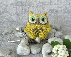 Charm Mini Owl, bird pendant with snap hook, small stuffed toy, gift idea for… Owl Bird, Stuffed Toy, Baby Owls, Pet Accessories, Crochet Earrings, Miniatures, Charmed, Pendant, Creative