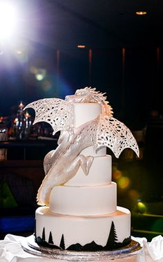 Cake Wrecks - Home - Sunday Sweets: Geek Chic Wedding Cakes Pretty Cakes, Cute Cakes, Beautiful Cakes, Amazing Cakes, Dragon Wedding Cake, Wedding Cakes, Castle Wedding Cake, Halloween Torte, Bolo Cake