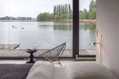 Hausboot in Berlin zum Mieten mit Acapulco Chair #hausboot #berlin #acapulcochair