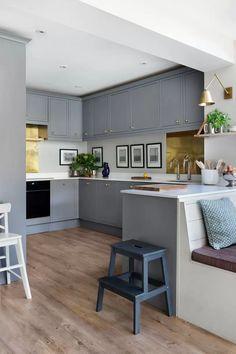Nicole Salvesen's London house | House & Garden Teal Kitchen Decor, Kitchen Decor Themes, Vintage Kitchen Decor, Home Decor, Kitchen Ideas, Kitchen Inspiration, New Kitchen Cabinets, Kitchen Units, Kitchen Worktops