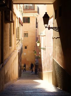 Palma de Mallorca, Close to Plaza Mayor ♠  Copyrights Val Moliere