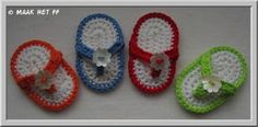 These are the cutest little flip-flops and I know a few people that would love this for a present! Crochet Collar, Crochet Motif, Diy Crochet, Crochet Crafts, Crochet Projects, Crochet Patterns, Crochet Ideas, Crochet Boots, Crochet Baby Booties