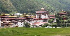 Dzong w Thimpu jest siedzibą władz świeckich i religijnych. Po godzinach urzędowania można go zwiedzać. Trzeba jednak pamiętać o regułach dotyczących stroju. Głowę trzeba mieć odkrytą, zero parasola nawet jak leje jak z cebra.