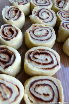 If you love Cinnabon Cinnamon Rolls, you're going to love this Copycat Cinnabon Recipe. It's easy to make and is even better than the ones you get at Cinnabon! They're the best homemade cinnamon rolls you'll ever make or eat! Cinnabon Cinnamon Rolls, Best Cinnamon Rolls, Copycat Cinnabon Recipe, Copycat Recipes, Soften Cream Cheese, Rolls Recipe, Dessert Recipes, Desserts, Brunch Recipes