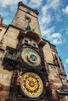 L'Orologio astronomico di Praga Prague Travel, Prague Czech Republic, Prague Castle, Old Town Square, Central Europe, Beautiful Places In The World, Travel Goals, Trip Planning, Big Ben