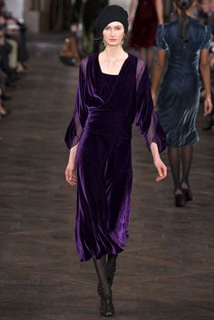 Ralph Lauren Fall 2013 Ready-to-Wear Fashion Show – Mackenzie Drazan Purple Fashion, High Fashion, Fashion Show, Fall Fashion, Runway Fashion, Looks Style, My Style, Mannequins, Purple Dress