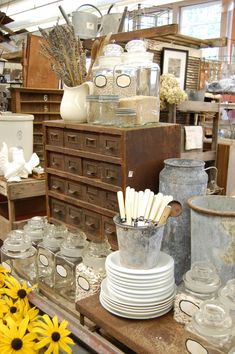 Antique Vintage Decor flea market finds-wow I could fill my craft room with this whole booth Flea Market Displays, Flea Market Booth, Flea Market Style, Flea Market Finds, Store Displays, Flea Markets, Retail Displays, Merchandising Displays, Jewelry Displays