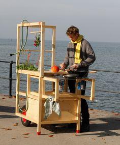 Mobile Hospitality Kitchen from Kollectiv Stadtpark. Contains gas job, sink, long table and seating. Mobile Kiosk, Mobile Shop, Mobile Art, Food Cart Design, Food Truck Design, Nomadic Furniture, Vendor Cart, Bike Food, Ecole Design
