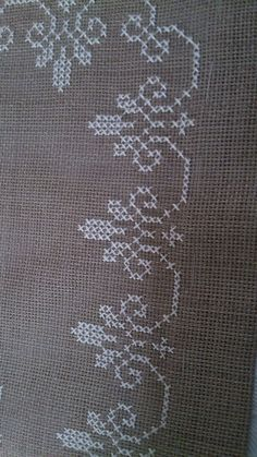 This Pin was discovered by Iff Discover thousands of images about Really nice Cross-Stitch towel and pattern. Cross Stitch Boarders, Cross Stitch Alphabet Patterns, Cross Stitch Heart, Cross Stitch Flowers, Cross Stitch Designs, Cross Stitching, Hand Embroidery Designs, Ribbon Embroidery, Cross Stitch Embroidery