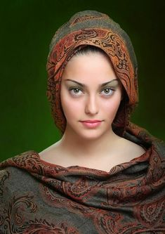 Women's eyes are the most beautiful weapon; and sometimes we (men) kill ourselves by this weapon willingly. Beautiful Muslim Women, Beautiful Hijab, Beautiful Eyes, Beautiful People, Most Beautiful, Beauty Full Girl, Beauty Women, Girl Face, Woman Face