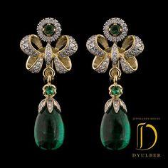 "Jewelry House Dulber Emeralds in earrings ""E . Bow Jewelry, Jewelry Design Earrings, Jewelery, Fine Jewelry, Jewelry Art, Diamond Earrings Indian, Traditional Earrings, Bling, Ring Verlobung"