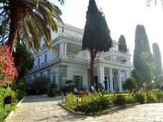 The Achilleion Palace (1890-1) Corfu, Greece. Built for Empress Elizabeth of Austria as a retreat. Bought by Kaiser Wilhelm II in 1907. Used as back drop in James Bond 007's For Your Eyes Only. Greece Rhodes, Corfu Greece, Austria, Empire Ottoman, Corfu Town, Corfu Island, Places In Greece, Royal Residence, Mediterranean Style