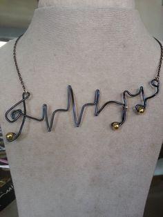 Collar en alambre de aluminio