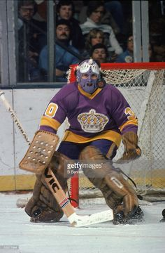 Great Hockey Photos You've Just Seen for the First Time! Hockey Goalie, Hockey Games, Ice Hockey, Canadian Hockey Players, Los Angeles Pictures, La Kings Hockey, Boston Bruins Hockey, Goalie Mask, Wayne Gretzky