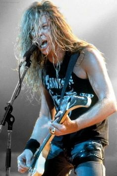 James Hetfield - Metallica John and I were just looking at how insanely different he looks now. Its a bit unreal! by hester James Hetfield, Robert Trujillo, Ron Mcgovney, Cliff Burton, Heavy Metal Music, Heavy Metal Bands, Pet Shop Boys, Great Bands, Cool Bands