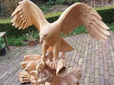 woodcarver_eagle_with_salmon_in_progress_17_by_woodcarve-d71x5ae.jpg (958×718)