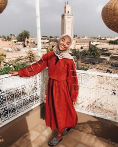 This scarf is an essential element while in the outfits of females by using hijab. As it is a vital accent th Hijab Fashion Summer, Modest Fashion Hijab, Modern Hijab Fashion, Casual Hijab Outfit, Islamic Fashion, Hijab Chic, Hijab Dress, Muslim Fashion, Fashion Outfits