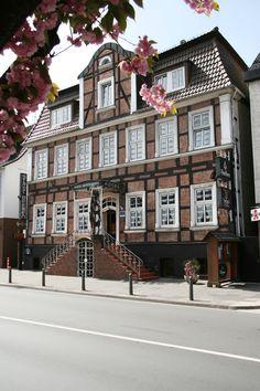 """Beverungen liegt im Herzen des Weserberglandes an der deutschen Märchenstraße. Das Hotel """"Stadt Bremen"""", ein Haus mit persönlichem Flair, bietet sowohl ein Ambiente für Geschäftsreisende als auch für Urlaubsreisende."""