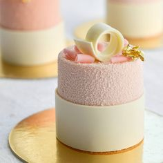 136 mentions J'aime, 5 commentaires – Marina Samoletova (Marina Samol) sur I. - Lynn Home Fancy Desserts, Köstliche Desserts, Fancy Cakes, Mini Cakes, Plated Desserts, Cupcake Cakes, Dessert Recipes, Cupcakes, Small Desserts