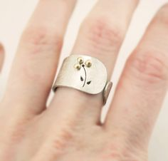 Texturized Sterling Silver Ring. 18kt Gold. White. THE THREE PETALS Ring. Handmade by mariagotijoyas