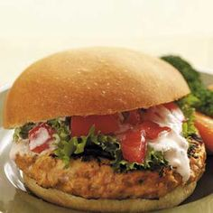 Biggest Loser Mexican Turkey Burgers-my modifications-used ground chicken, no mushrooms or red pepper. My husband was scared but they were actually tasty! Turkey Burger Recipes, Turkey Burgers, Turkey Meals, Turkey Meatloaf, Skinny Recipes, Healthy Recipes, Healthy Foods, Meat Recipes, Chicken Recipes