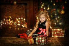 Новогодняя фотосессия Christmas Photo Props, Family Christmas Pictures, Christmas Portraits, Christmas Mini Sessions, Holiday Photos, Merry Christmas Baby, Dark Christmas, Christmas Scenes, Christmas Minis