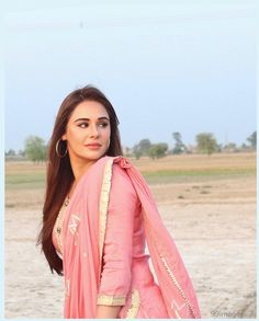 Mandy Takhar is a British actress, who predominantly appears in Punjabi language films. Punjabi Actress, Indian Bollywood Actress, Punjabi Models, Punjabi Girls, Stylish Suit, Photoshop, Hd Wallpapers For Mobile, Fashion Sale, Woman Fashion