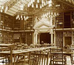 La Biblioteca de Catalunya quan era instal.lada al Palau de la Generalitat l'any 1921 (Blasi) via bcndesapareguda