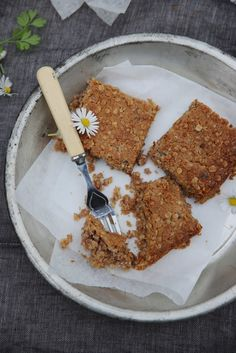 petite kitchen: chewy oat and jam slice Healthy Work Snacks, Healthy Appetizers, Healthy Foods To Eat, Healthy Sugar, Healthy Breakfasts, Healthy Baking, Healthy Recipe Videos, Healthy Recipes, Petite Kitchen