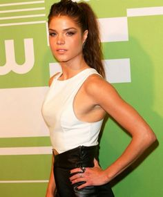 Marie Avgeropoulos – The CW Network's 2015 Upfront in New York City, Marie Avgeropoulos Style, Outfits, Clothes and Latest Photos. Beautiful Redhead, Beautiful Celebrities, Beautiful Actresses, Gorgeous Women, Marie Avgeropoulos Hot, Ideal Beauty, Tan Girls, Lady M, Actress Pics