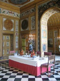Dining Room at Chateau de Vaux-le-Vicomte: The  dining room