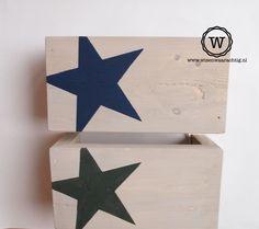 Wis en Waarachtig #steigerhouten #wandlamp met ster. Ook leverbaar met andere afbeeldingen.