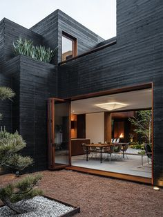 The entryway opens into a courtyard overlooking the main living pavilion. Throughout the home, interior spaces flow into outdoor areas via folding and sliding glass doors. Venice House by Sebastian Mariscal. Browse inspirational photos of modern homes. Dream Home Design, Modern House Design, Modern Exterior, Exterior Design, Black Exterior, Facade Design, Venice House, Clad Home, Casas Containers